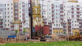 район : Work on the construction site. Koper hammers concrete piles.
