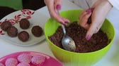 trufa : A woman makes a mixture of cocoa powder and melted butter. For making sweets.