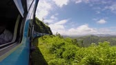ceilão : Train among tea plantations in the highlands of Sri Lanka