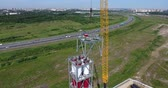 кран : Workers on the top installs a chimney pipe for gas power plant