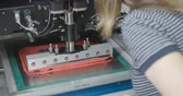 instalando : Machine causes the pink sealant on PCB