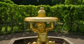 ангельский : Close up Statue Fountain of golden baby