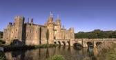 šlechta : Time lapse view of a moated brick castle in Southern England