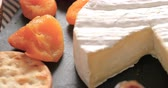 queijo cheddar : Dolly close up push out view of an assortment of French and British cheese