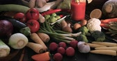 chřest : Dolly panning view of an assortment of fresh, healthy, organic vegetables