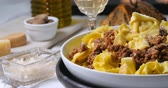 kereviz : Dolly view of delicious steamy tortellini in bolognese sauce Stok Video