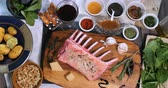 espinafre : Top down zoom out view of ingredients for minted rack of lamb Stock Footage
