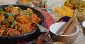 naan : Dolly push in view of a delicious chicken tikka masala with Indian spices Stock Footage