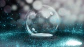 cintilação : Sparkling light spirally moving around snow globe against bokeh background 4k