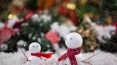 domicílio : Digital composite of Falling snow with Christmas snowmen decoration