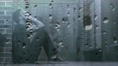 deprimovaný : Digital animation of worried man in corridor. Water dropping in foreground 4k Dostupné videozáznamy