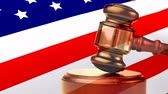 spravedlnost : Animated American flag waving in the wind with court gavel