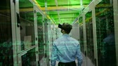 pouze : Businessman using VR in Server Room against animated green data passing background