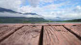 bois : Low angle of a raft made of wooden planks with a view of a mountain overlooking a lake