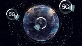 geheugen : Digital animation of futuristic circles moving around 5G with background of a globe rotating while surrounded by asymmetrical lines Stockvideo