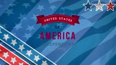 odznak : Digital animation of United States of America, Independent since 1776 text in banner zooming out with stripes and stars in the screen. Background shows American flag waving. Dostupné videozáznamy