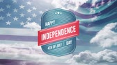написанный : Digital animation of Happy Independence Day, 4th of July text in badge zooming out in the screen while an American flag waves and background shows the sky with clouds.