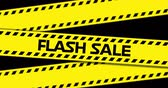 eventos : Animación del texto Flash Sale en cinta industrial amarilla sobre fondo negro. 4k Archivo de Video