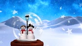 gwiazda : Animation of two smiling snowmen and street lamp in a snow globe, with snow covered mountains, falling snow and stars with a dusk sky in the background