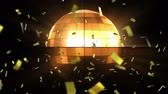 dyskoteka : Animation of New Year Eve celebrations with gold confetti falling and disco ball spinning on black background Wideo