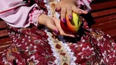 conserva : Apples, womens hands, and dress Vídeos