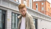стиль жизни : Video portrait of young stylish man outdoor on the city street