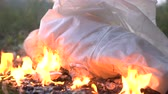 planoucí : Burning white cloth or dress on ground