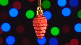 luces desenfocadas : Christmas decoration, red cone hanging on the bokeh background of flashing lights
