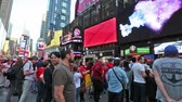 погоня : New york, New york,Usa. September 2th, 2016: Pedestrian malls full of crowds on a summer Saturday afternoon in Times Square September 4, 2010 in New York City. Стоковые видеозаписи