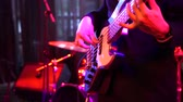 соло : Close up shot of men playing white bass guitar on stage at night. Стоковые видеозаписи