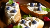 ainda vida : Bread with butter and blueberries on a plate