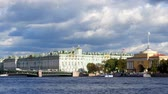 Hermitage Museum on a sunny day Стоковые видеозаписи