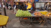 satıcı : Vegetable traders on the streets of the Indian city