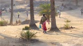 作業服 : Indian women on rural road