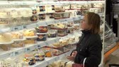 potraviny : Moscow, Russia - 20 May 2016: Woman buys cake in the supermarket baking department. People buy foodstuffs. Retail Food Industry.