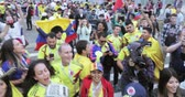 gazeteci : Football fans of Colombia Stok Video