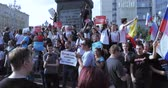муниципальный : Unauthorized rally against pension reform Стоковые видеозаписи