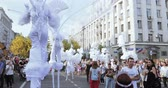 торжества : Dancers on stilts in suits of white elves or butterflies with inflatable balls
