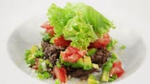 уксус : Salad with veal, tomatoes and avocado (loop)