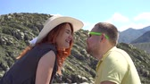 ouvido : A couple of newlyweds kissing during a honeymoon in the mountains close-up 4k.