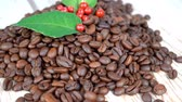 pieczeń : closeup Roasted Coffee beans rotating slow motion 4k