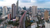 aerial view traffic road building in bangkok city at blue sky, zoom in time lapse traffic thailand. Archivo de Video