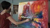 paleta : Woman artist painting an abstract painting in the art studio.