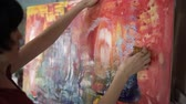 rascunho : Woman artist painting an abstract painting in the art studio.