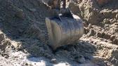 Close-up of a bucket excavator raises the ground. Concept of construction. Wideo