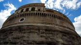 mausoléu : ROME. ITALY. May 21, 2019 Castle Sant Angelo or Mausoleum, scho in Rome, Italia, on the background of the blue sky. Estimation z Pangea the castle in the mountain. Vídeos