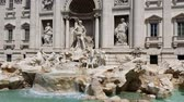 renesans : Trevi fountain on a Sunny day in Rome, Italy. Famous tourist place in Rome.