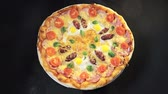 pepperoni pizza : Top view delicious pizza, which rotates natals. Pizza with sausage, tomatoes and mushrooms.