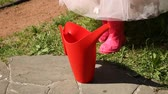 ruiken : The girl takes a red watering can