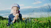 espaço para o texto : Girl 5 years old eat ice cream on green meadow.